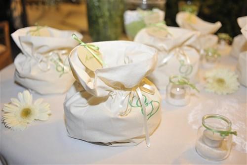 allestimento confettata per matrimonio in verde