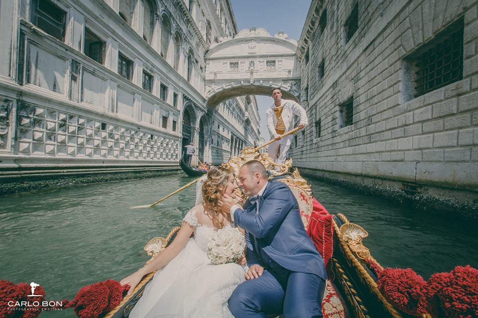 sposi in gondola - matrimonio veneziano