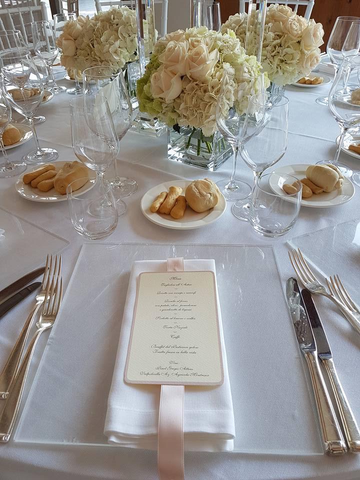allestimento tavolo con menu - matrimonio veneziano