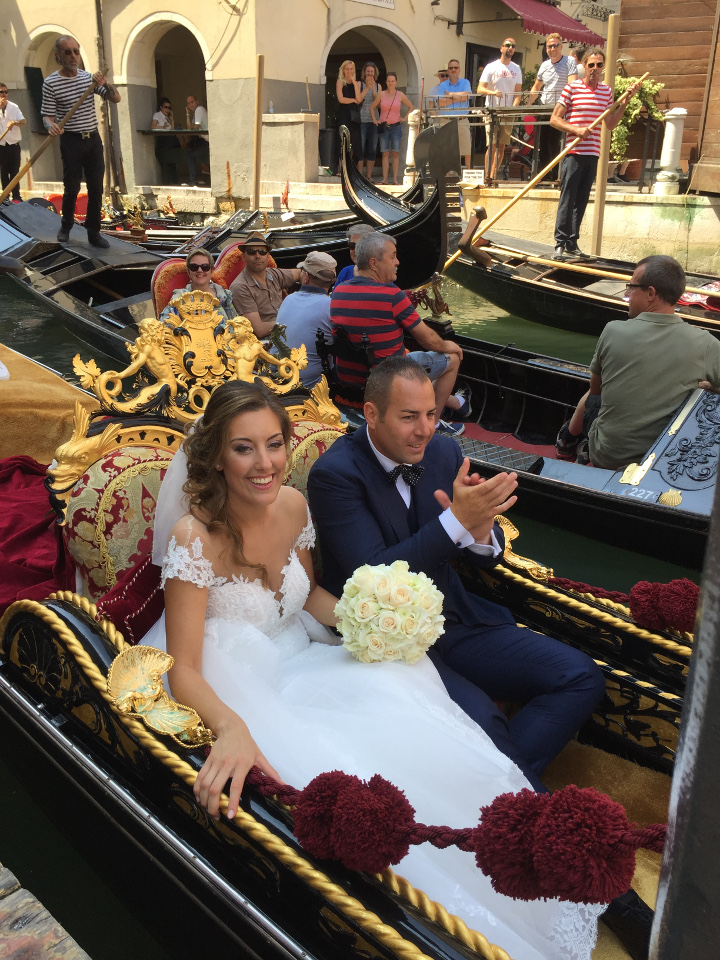 arrivo sposi in gondola - matrimonio veneziano